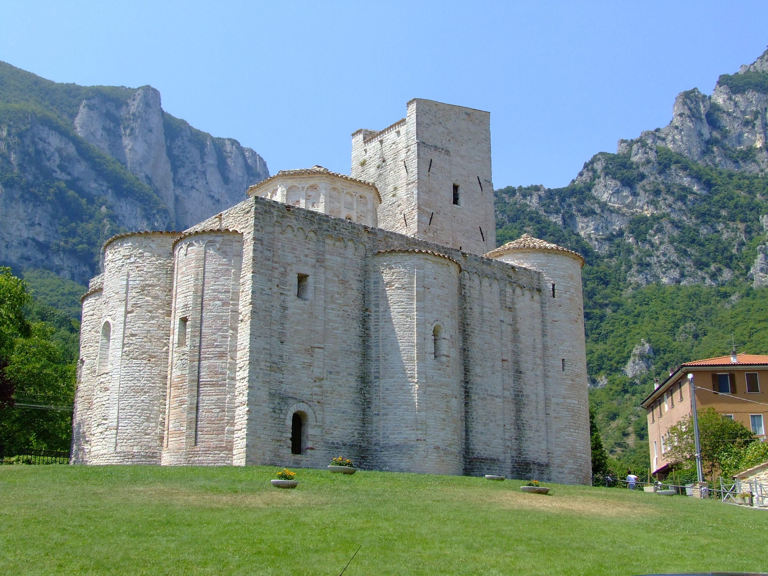 Abbazia di San Vittore alle Chiuse - Le Abbazie nelle Marche